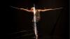 Performance de Claire Cunningham, coreógrafa británica