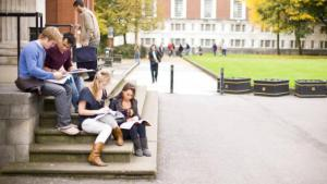 Estudiantes en una facultad britanica